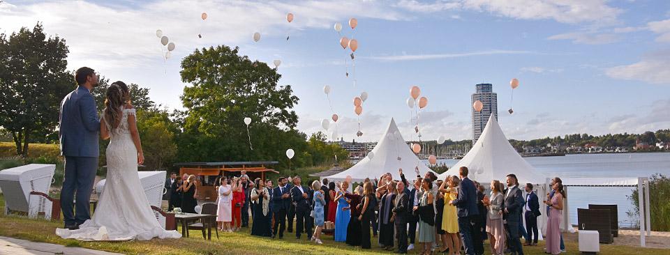 Hochzeitsgesellschaft Luftballons Strandrestaurant Marienbad